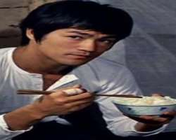Bruce Lee Birthday, Real Name, Family, Age, Weight, Height ...