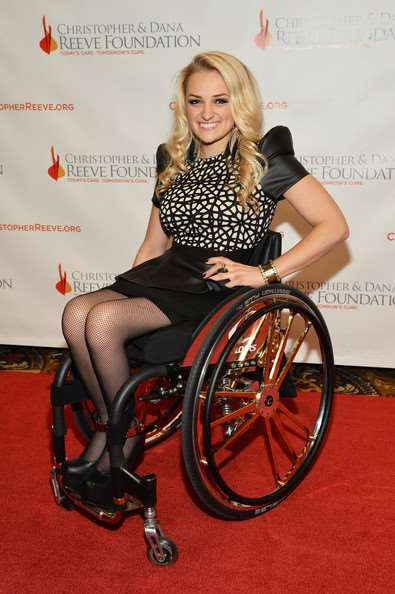 Ali Stroker - Biography, Paralysis, Speech, Awards • biography