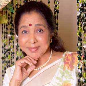 Asha Bhosle Birthday, Real Name, Age, Weight, Height, Family,Dress