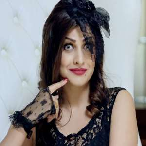 Himanshi Khurana Birthday, Real Name, Age, Weight, Height